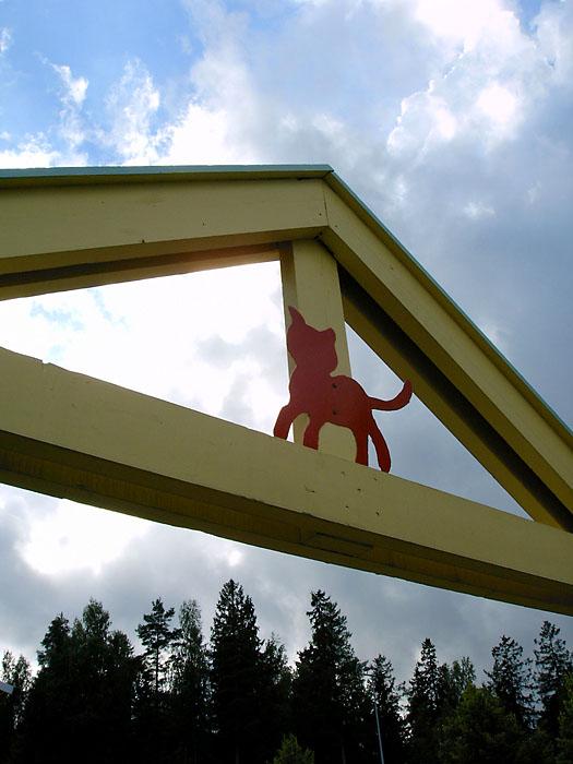 päiväkodin sisäänkäyntiportti Vantaan Myyrmäessä, kuva 002026, 21.8.2004