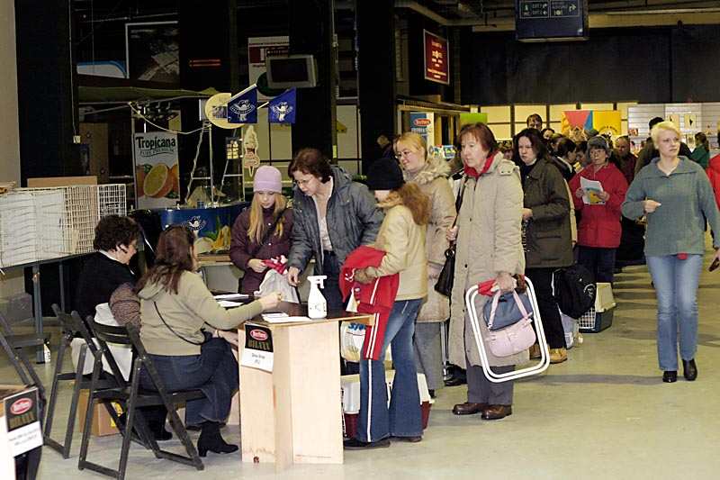 kissanomistajat ilmoittautumassa, kuva 007004, 20.2.2005
