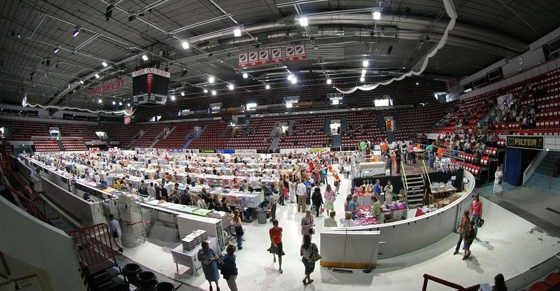 yleiskuvaa näyttelypaikalta, kuva 043358, 30.7.2006