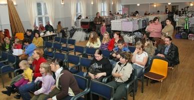 kuva 053070 . yleiskuvaa näyttelypaikalta . 19.11.2006