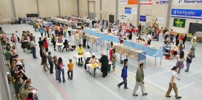 kuva 070061 . yleiskuvaa näyttelypaikalta . 8.7.2007