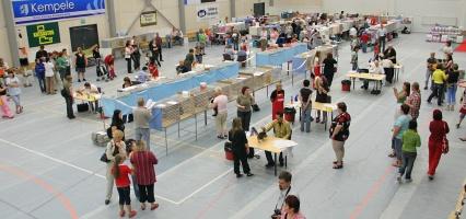 kuva 070065 . yleiskuvaa näyttelypaikalta . 8.7.2007