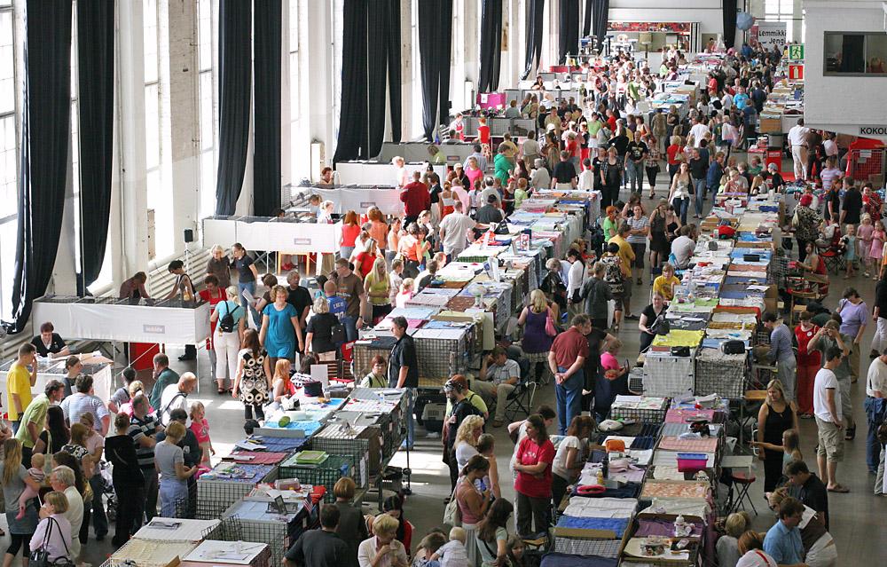 yleiskuvaa näyttelypaikalta, kuva 071135, 28.7.2007