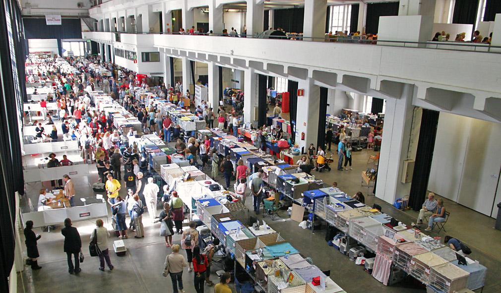 yleiskuvaa näyttelypaikalta, kuva 071138, 28.7.2007