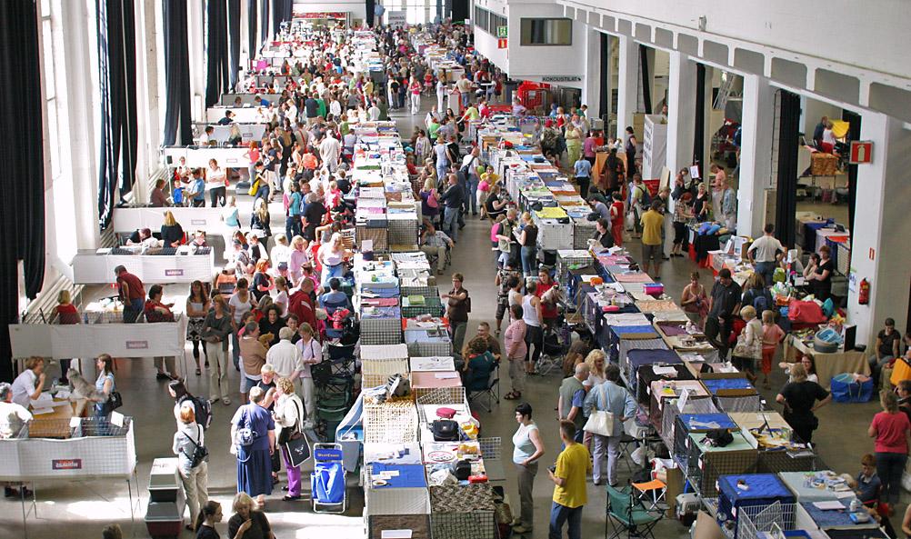 yleiskuvaa näyttelypaikalta, kuva 071140, 28.7.2007