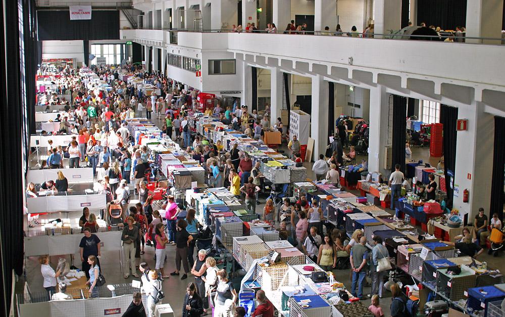 yleiskuvaa näyttelypaikalta, kuva 071142, 28.7.2007