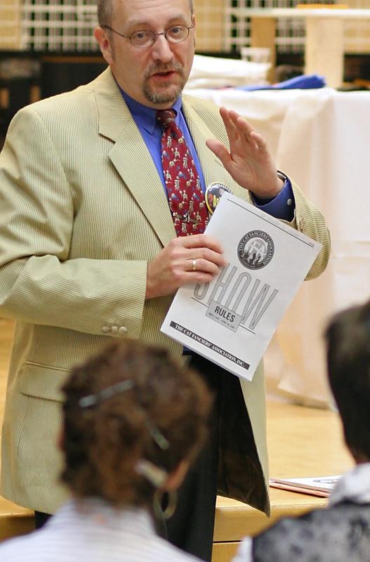 the judge explains the CFA show standards, photo 077004, 2007-09-22