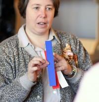 photo 090011 . the judge explains the TICA show standards . 2008-04-20