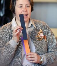 photo 090019 . the judge explains the TICA show standards . 2008-04-20