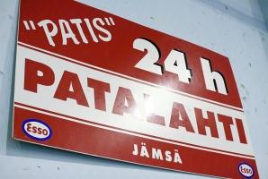 photo 097278 . Olethan jo käynyt Repekassa? Seuraava nähtävyys Jämsän seudulla on Patalahden Esso eli Patis. . 2008-06-14