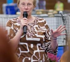 photo 106023 . the judge explains the TICA show . 2008-09-27