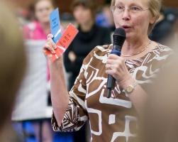 photo 106024 . the judge explains the TICA show . 2008-09-27