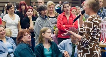 photo 106027 . the judge explains the TICA show . 2008-09-27