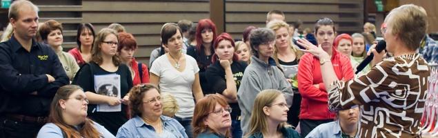 photo 106028 . the judge explains the TICA show . 2008-09-27