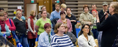 kuva 107002 . tuomari kertoo TICA-näyttelyn kulusta . 28.9.2008