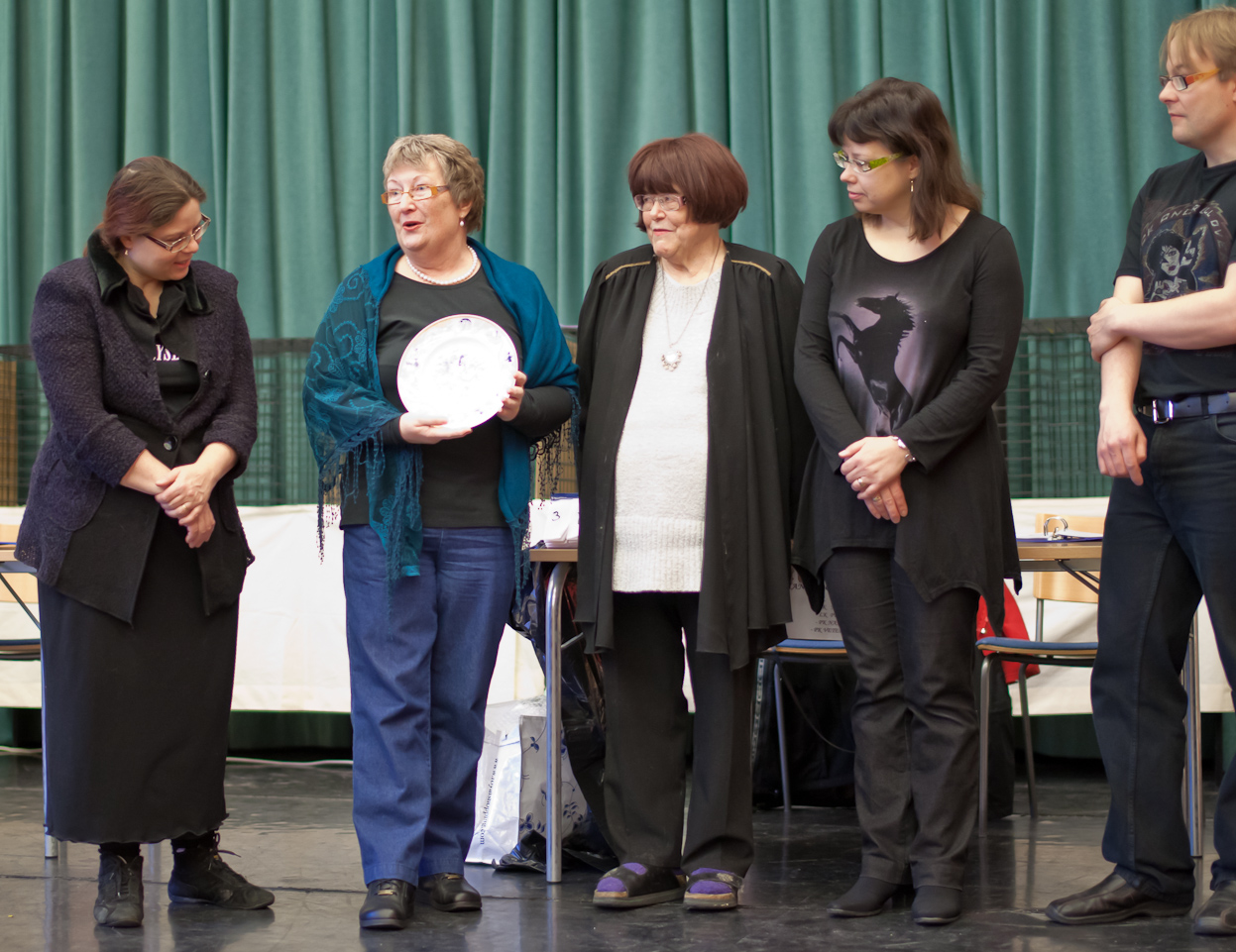 presenting the plate, photo 165006, 2010-12-05