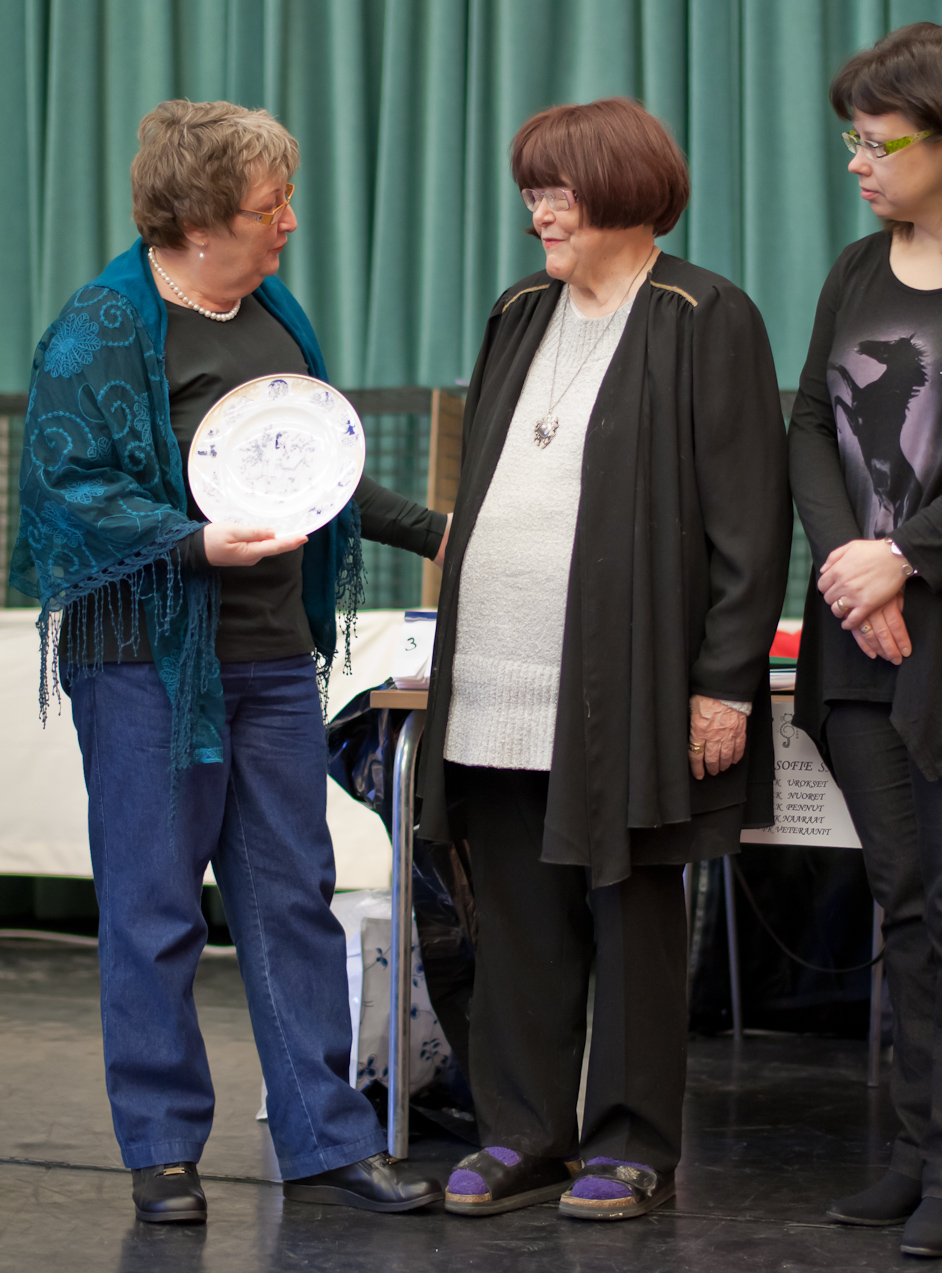 presenting the plate, photo 165007, 2010-12-05