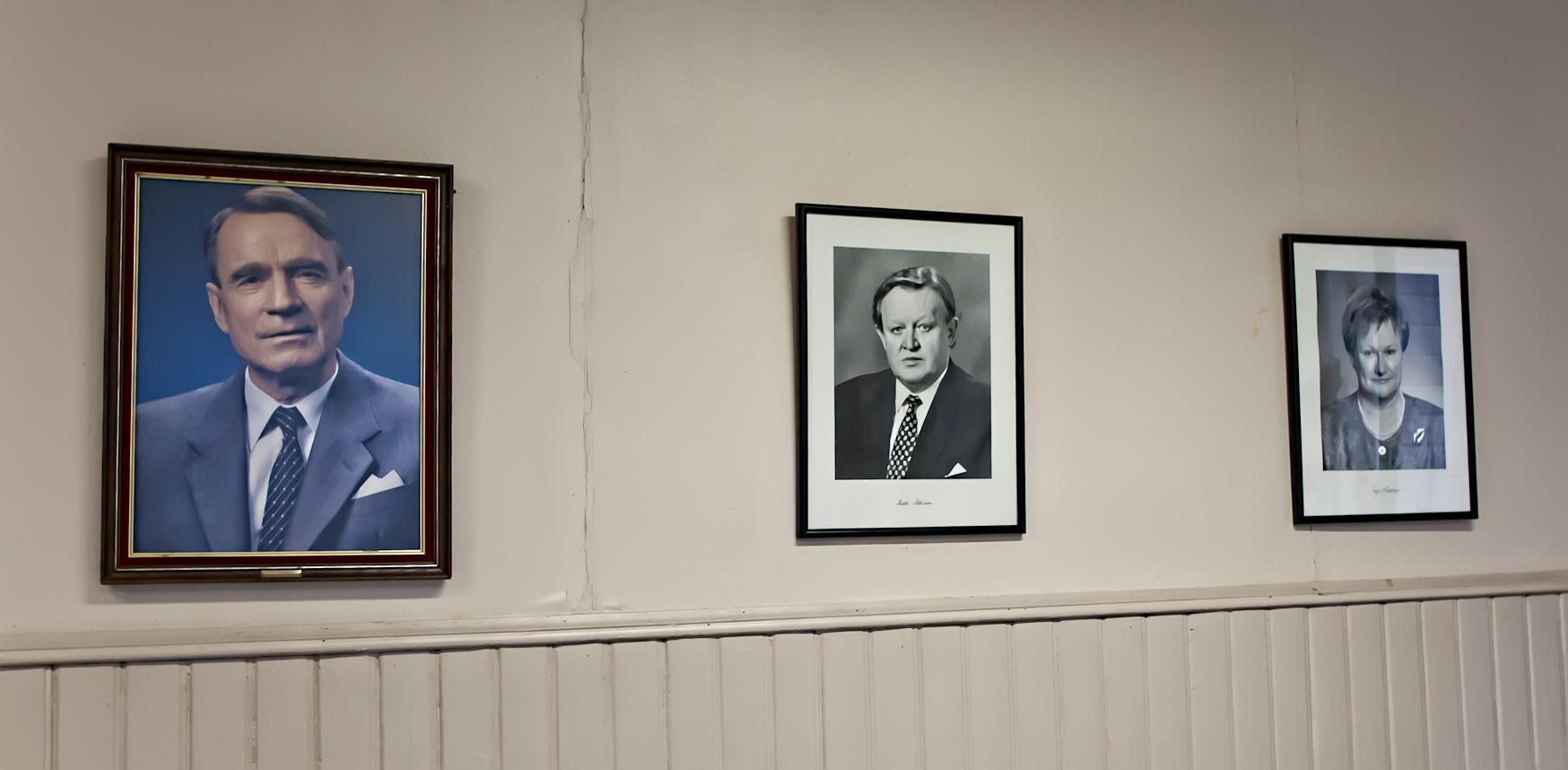 The presidents Koivisto, Ahtisaari and Halonen, photo 183001, 2011-11-12